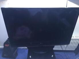42 inch LG tv in Black excellent condition