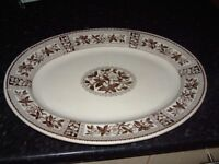 Large meat server plate, brown. no chips or cracks, Ideal for Parties or large dinners, £10