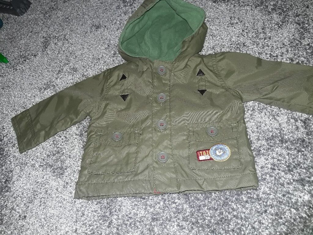 Baby boys jacket. Khaki green. 0-3 months.