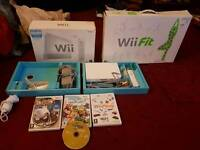 nintendo Wii with fit board and 4 games only 30 pound