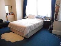 AMAZING SPACIOUS 5 DOUBLE BEDROOM 2 BATHROOM HOUSE NEAR ZONE 2 NIGHT TUBE, 24 HOUR BUSES & SHOPS