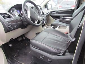 2015 Chrysler Town & Country Touring-L | CAM | LEATHER | REAR AI London Ontario image 8