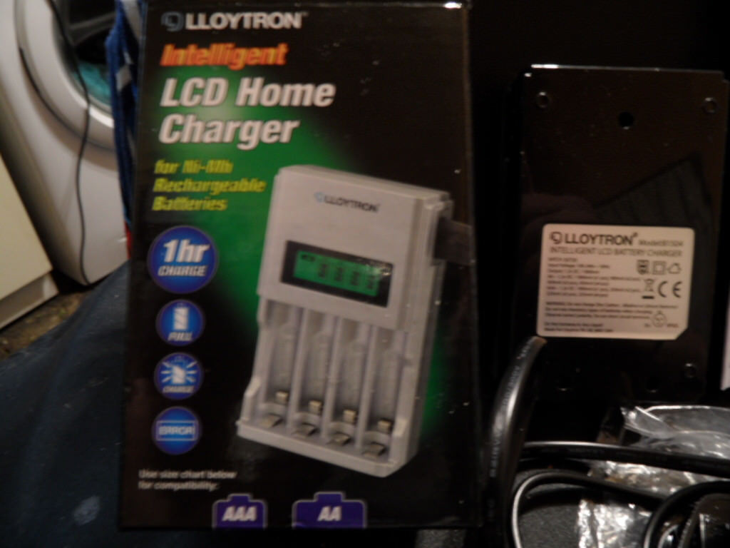 lloytron AA/AAA Ni-Mh intelligent fast lcd battery charger, (no batteries inc) boxed new unused - £8