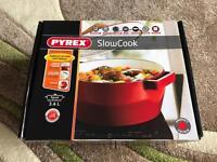 BRAND NEW 3.6L/24cm Pyrex slow cook pot