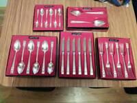 Vintage Oneida Community Plate Hamoton Court Coronation 26 piece Cutlery Set