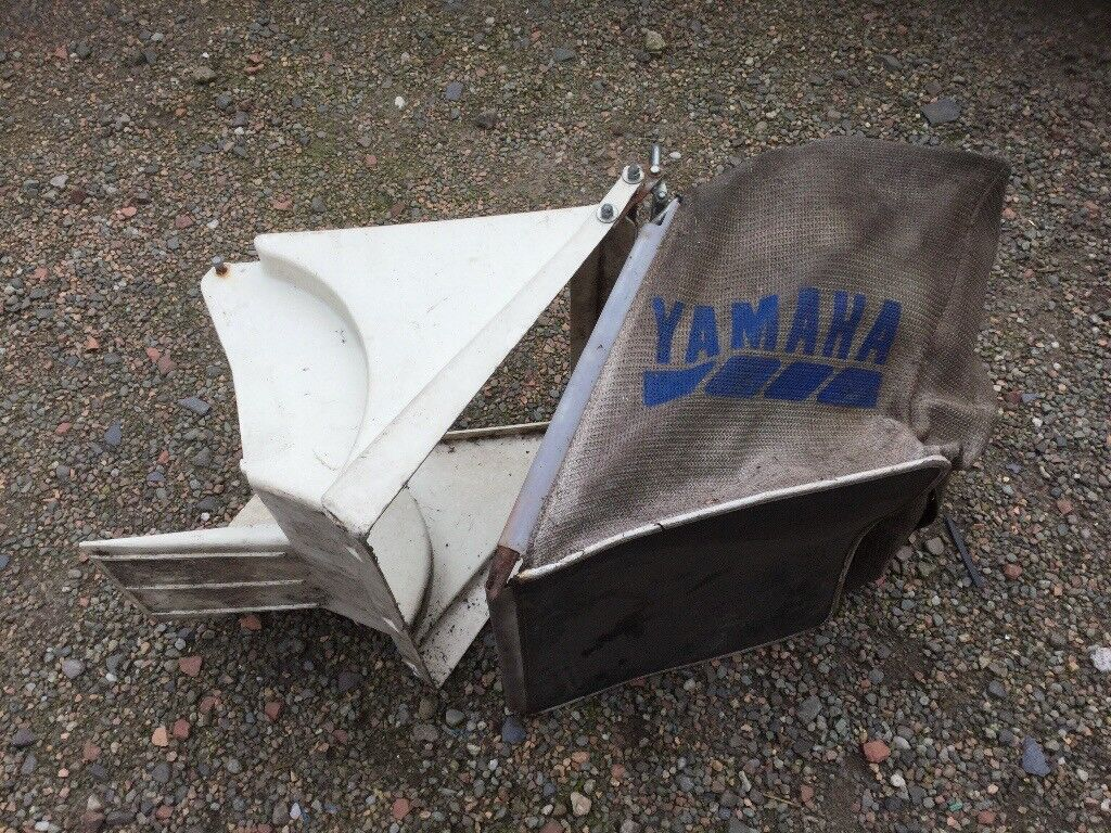 YAMAHA grass box. Bit dirty but fully intact etc !!!. Shed find/clean up.