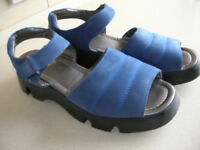 PAIR OF CLARKS BLUE SUEDE SANDALS SIZE 5.5 (CLARKS SECONDS)