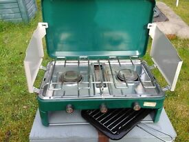 Sunncap gas camplng stove 2 hobs and a grill in good condition