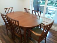Extending dining room table with 4 chairs and 2 carver chairs in good condition