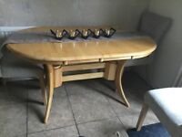 Extendable dining table. Oval shape