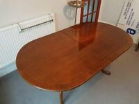 Dining Table and 6 chairs - high quality traditional Mahogany extending dining table and 6 chairs.