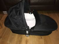 Lovely & Stylish Apple 2 Pear i Candy Carrycot in Black, New £100