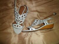 NEW Clarks Artisan white leather small wedge sandal size 6