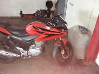Honda cbf 125 12 months mot genuine honda givi box. Few age related marks which is to be expected