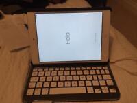 iPad Mini 1 with Cellular + WiFi 16GB + Bluetooth Keyboard Folio