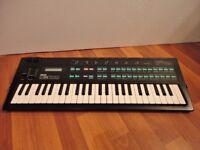Yamaha DX 100 Synthesiser