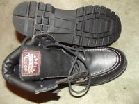 PAIR OF SIZE 8 NORTH RIDGE BOOTS WITH LEATHER UPPERS
