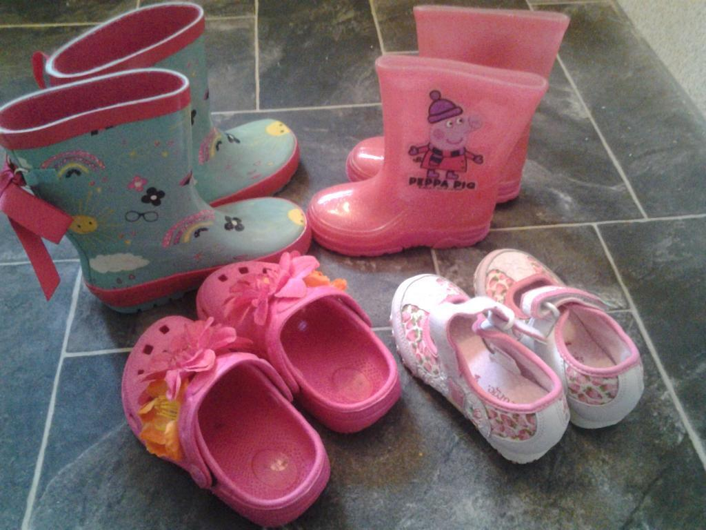 childrens shoes and welly boots size 6in Stepps, GlasgowGumtree - 2 pairs of wey boots, one of which is Peppa Pig. Both pairs child size 6. Pair of pink plastic clog style shoe, also size 6. Pair of Peppa Pig shoes with velcro fastening. These are a child size 7. All worn but still in good condition. Peppa Pig...