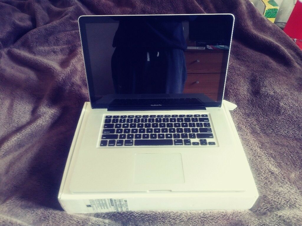 "Apple Mac Book Pro 15""(Late 2011) - 1TB Hard Drive - Intel I7 - 2.4GHz"