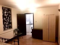 STUDIO WITH GARDEN TO LET IN HOE STREET, WALTHAMSTOW CENTRAL, LONDON E17 9AA-WATER BILL INCLUDED-