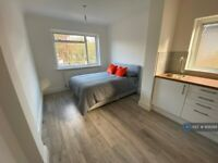 Studio flat in Chalkhill Road, Wembley, HA9 (#958289)