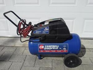 Compresseur Campbell Hausfeld 5 H.P. Pour bricoleur.