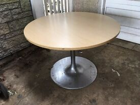 Round table Iconic Shape