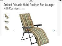 2 striped sun loungers