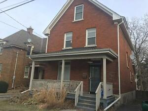ATTN STUDENTS: SPACIOUS 6 BED, GREAT LOCATION! 453 Victoria St