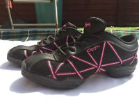 Capes Hot Pink Web Dance Sneakers - size 4.5
