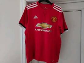 Man United football shirt large