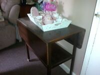 VINTAGE / RETRO / SHABBY CHIC EXTENDABLE DROP LEAVE SIDE TABLE, TEA TROLLY.. PROJECT..REDUCED!