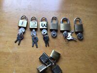 6 mini padlocks with keys