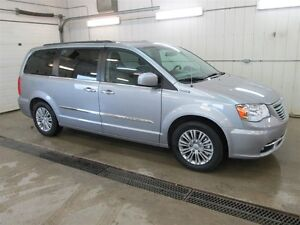 2016 Chrysler Town & Country L, Leather Seating, DVD System, Nav