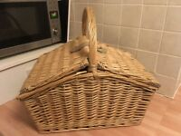 Brand new picnic hamper for 4