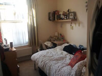 Double en-suite bedroom to rent in a friendly house share - nice housemate wanted!