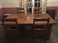 Solid Oak Dining Room Table, extendable with 6 chairs