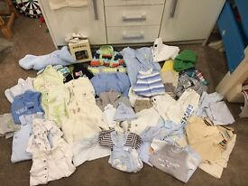 Immaculate baby clothes bundle ranging from 0-6months