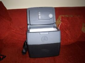 COOL BOX MERCEDES BENZ 16.5 LITRE WITH CABLE ONLY USED ONCE OUT OF A MERC EXECUTIVE PEOPLE CARRIER