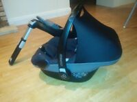 Maxi-cosi Pebble with FAMILY-FIX ISOFIX base. Black & grey. Used for one baby. Great condition.