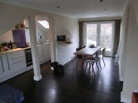 Cute single room right next to the Heath, outdoor space, and friendly flatmates!