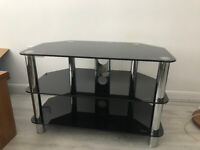 TV Table in very good condition, can deliver in NORTHAMPTON, BEDFORD, MILTON KEYN