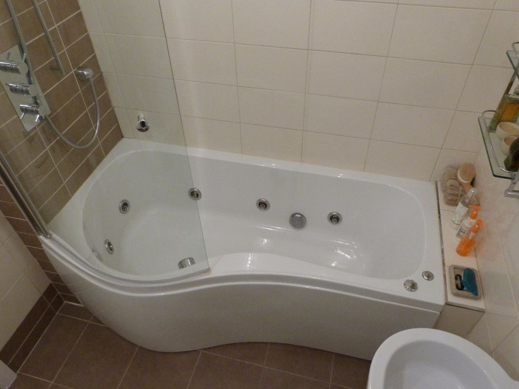 Whirlpool P Shaped Bath Curved Shower Screen And Thermostatic Valve Set