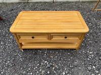 Oak furnitureland coffee table