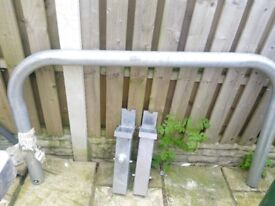 Hooped barrier removable with keys