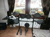 LEGACY DD502 ELECTRONIC DRUM KIT,FAB CHRISTMAS PRESENT. SELLING LESS THAN HALF PRICE I PAID.