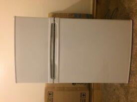 ESSENTIALS CUC50W15 70/30 Fridge Freezer - White Very Good Condition
