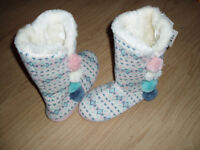 New Slipper boots size 5 Ladies
