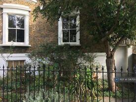 1 bedroom flat in Durand Gardens, London, SW9 (1 bed) (#736700)