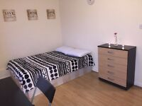 Amazing Double Room for 1 Person or Couple. Zone 2. ONLY 300 DEPOSIT